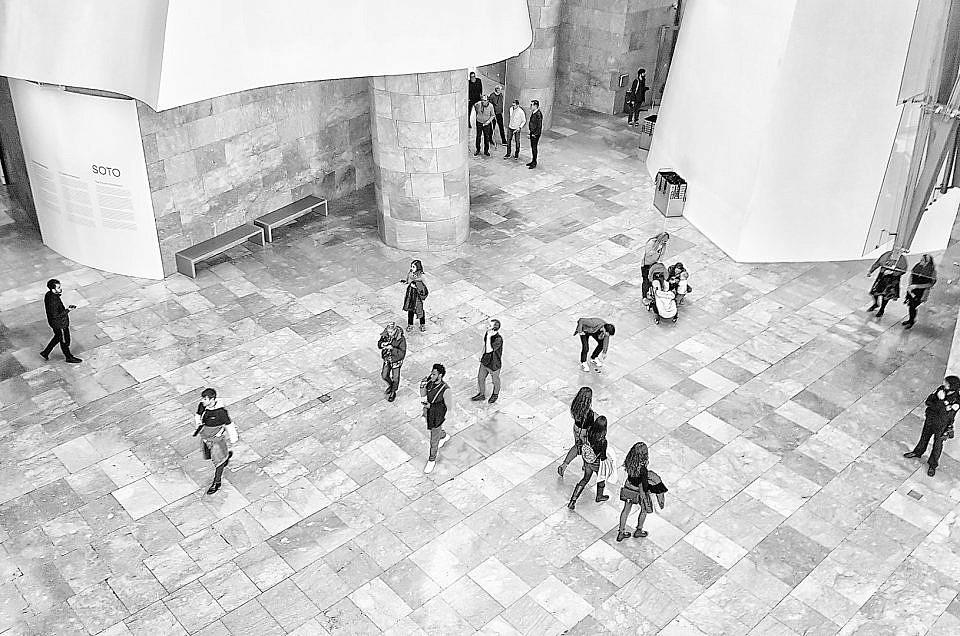 Un día en el museo ( con móvil)